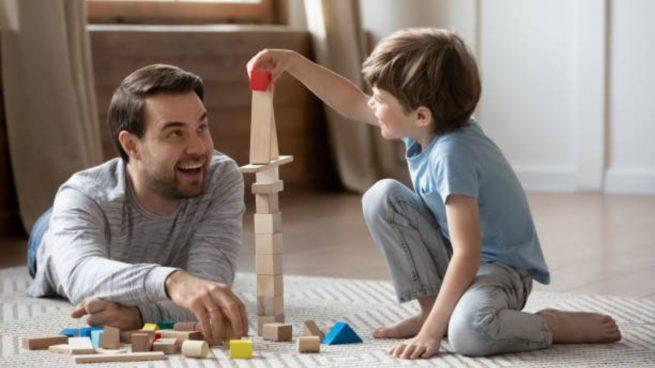 Es importante jugar con nuestros hijos para saber qué les gusta, qué les motiva y despierta su entusiasmo.