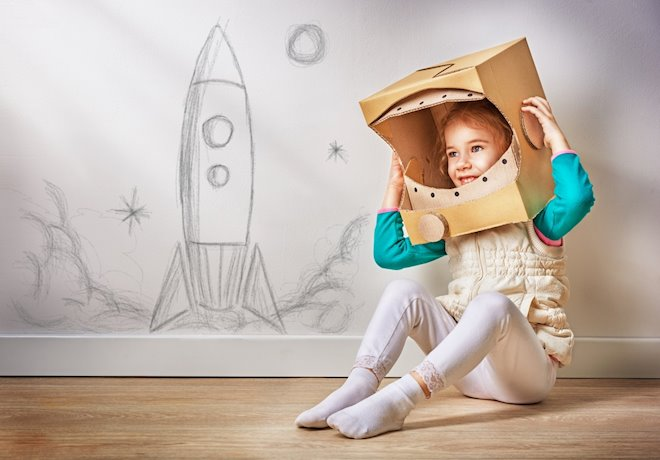 Fomentar la creatividad en los niños también aumenta su autoestima, pues estaremos prediponiéndoles a la flexibilidad cognitiva, para encontrar soluciones múltiples a problemas concretos