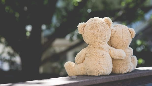 El abrazo nos acerca a nuestros seres queridos, ayuda a nuestra mente a entender que no estamos solos, que hay alguien al otro lado