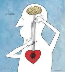 Un hombre está afinando unas cuerdas que hay entre el cerebro y el corazón, como si fuera una guitarra