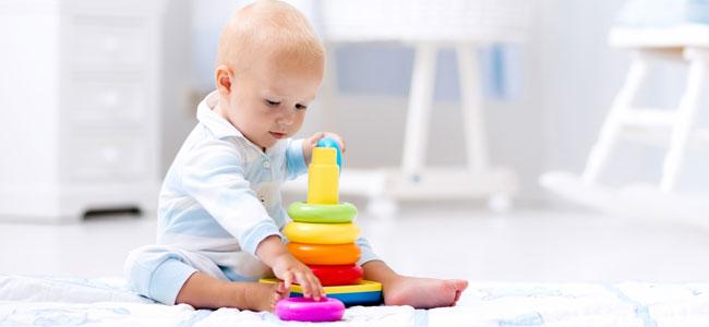 los juguetes y juegos más adecuados para este momento son aquéllos que tienden a favorecer la psicomotricidad gruesa, equilibrio y coordinación, así como un dominio del espacio.