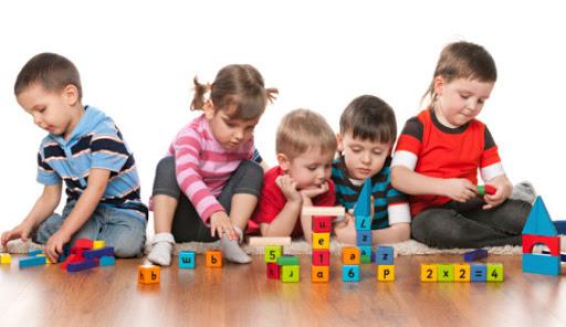 A través del juego los niños también aprenden normas de socialización